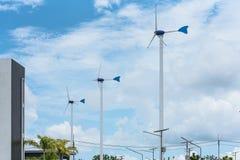 Eco ström, windturbiner royaltyfria bilder