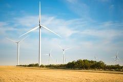 Eco ström, windturbiner Royaltyfri Foto