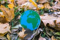 Eco symbol, ochrona środowiska pojęcie biel sezonowy oddzielony Zdjęcia Royalty Free