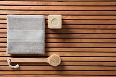 Eco-vänskapsmatch dusch eller traditionellt kroppomsorgbegrepp, bästa sikt Royaltyfri Bild