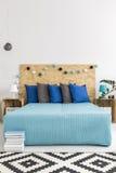 Eco-vänskapsmatch idéer för modernt sovrum arkivfoton