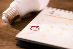 Eco Ziemskiego dnia życzliwy pojęcie Oszczędzanie energia obraz stock