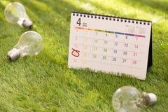 Eco Ziemskiego dnia życzliwy pojęcie Oszczędzanie energia obraz royalty free