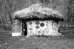 Ecohuis met natuurlijke materialen in Estland wordt gemaakt dat Royalty-vrije Stock Foto's