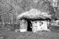 Ecohuis met natuurlijke materialen in Estland wordt gemaakt dat Stock Foto's