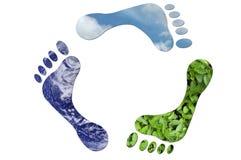 Ecológico recicl assinam dentro a forma dos pés Imagens de Stock Royalty Free