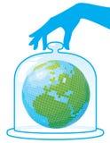 Ecología. La tierra del planeta está bajo una tapa protectora. Fotografía de archivo libre de regalías