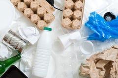Ecologia che ricicla spreco che ordina sporcizia dei rifiuti fotografie stock