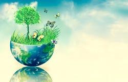 Ecologisch concept het milieu met de cultuur van bomen De achtergrond is volledig met sterren Fysieke bol van de aarde Stock Fotografie