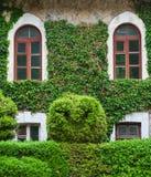 Ecologisch gebouwenvoorzijde en park. De Krim Royalty-vrije Stock Afbeelding