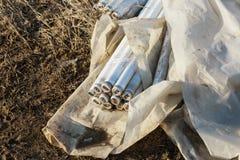 Ecologisch probleem, ramp Misdadige verwijdering van fluorescente kwiklampen, e-Afval ecologische crisisfoto Ecologische misdaad stock fotografie
