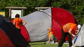 Ecologisch toerismefestival, kampeerterrein Het ontspannen van mensen stock videobeelden