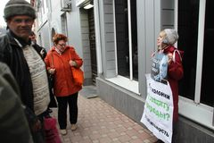 The ecologist Evgenia Chirikova on picket in support of the arrested ecologist Suren Gazaryan Stock Photography