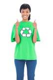 Ecologista de cabelo preta alegre que levanta dando os polegares acima foto de stock