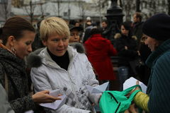 Ecologistas rusos Tatyana Kargina y Evgeniya Imagen de archivo