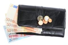 Economía y finanzas. Monedero con el billete de banco euro aislado Fotos de archivo