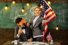 Economia e finanze Festa dell'indipendenza di U.S.A. Riforma americana di istruzione alla scuola nel 4 luglio Reddito di aumento  Immagine Stock Libera da Diritti