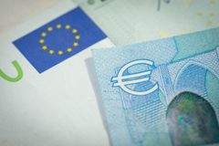A economia europeia, conceito financeiro, do investimento ou de moeda da troca, fechou-se acima do tiro do símbolo do sinal do Eu foto de stock