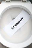 Economia in una toletta bianca Immagini Stock