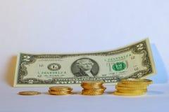 Economias ao longo do tempo, ouro contra o conceito do dinheiro Imagem de Stock Royalty Free