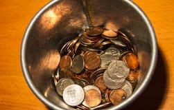 Economias da moeda da lista da cubeta por um dia chuvoso fotos de stock royalty free