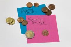 Economias das f?rias dinheiro para a viagem e as férias do verão notas fotografia de stock