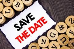 Economias escritas à mão da exibição do sinal do texto a data Conceito do negócio para o lembrete do convite do aniversário de ca Fotografia de Stock