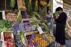 Economie, kleurrijk Fruit en plantaardige winkel Royalty-vrije Stock Afbeelding