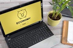 Economieconcept op laptop stock afbeeldingen