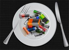 Economizzatore d'energia batteria su un piatto Mette in mostra la nutrizione pubblicità creativa divertente Fotografia Stock Libera da Diritti