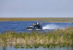 Ecotourism: Evergladesairboaten turnerar Arkivbilder
