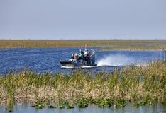 Ecoturismo: Excursão do Airboat dos marismas Imagens de Stock