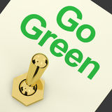ecovänskapsmatchen går green som återanvänder visa strömbrytaren Royaltyfri Foto