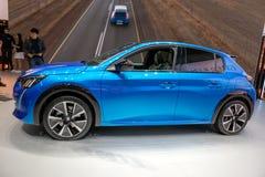 ectric Peugeot e-208 samochód zdjęcie stock