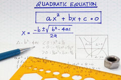 Ecuaciones cuadráticos foto de archivo