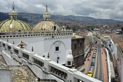 Ecuador-- Quito-- Santo- Domingokirche lizenzfreie stockfotografie