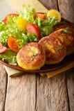 Ecuatoriaans traditioneel voedsel: de pannekoeken van de llapingachosaardappel en Fr Stock Foto