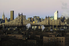 Ed Koch Queensboro Bridge. The sun is rising. The forth ground are Jacob A. Riis Neighborhood Settlement Houses. In the middle is the Ed Koch Queensboro Bridge Stock Photos