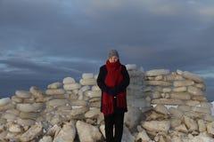 Edad avanzada Mujer mayor Playa del invierno Fotografía de archivo