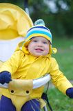 Edad feliz del bebé de 11 meses en el carro de bebé Fotos de archivo libres de regalías