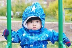 Edad preciosa del bebé de 1 año en la oscilación Imagen de archivo libre de regalías