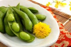 Edamame, groene sojabonen Stock Afbeeldingen