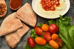 Edamame Hummus y Pita Wedges Imagen de archivo libre de regalías