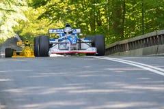 Eddie McLurg in einem Formel 1-Rennwagen der Pfeile A18 stockfotografie
