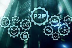 Edele aan edele P2P op het virtuele scherm met een achtergrond van de serverruimte stock afbeelding