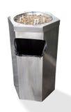 Edelstahlaschenbecher mit Zigarettenkippen Lizenzfreies Stockfoto
