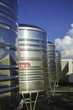 Edelstahlwasserbehälter Stockfotos