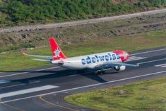 Edelweißfluglinien-Flugzeugtaxi für entfernen sich Stockbild