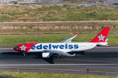 Edelweißfluglinien-Flugzeugtaxi für entfernen sich Lizenzfreie Stockbilder
