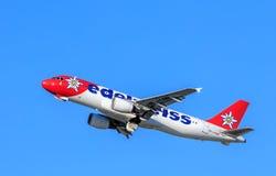 Edelweiss空气在离开以后的空中客车A-320 免版税图库摄影